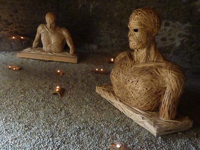 Sculptures qui me rappellent le tombeau d'Henri Bataille à Moux