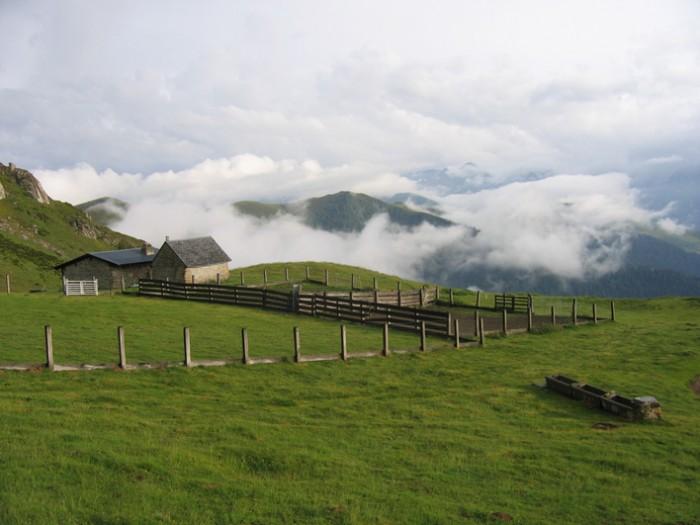 Cabane de berger au col de Peyrehitte, au-dessus de Bagnères-de-Luchon