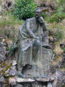 Statue of Henry Russell-Killough at Gavarnie