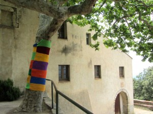 Yarn bombing: the 21st century comes to the Pyrenees (La Jonquera, 2014)