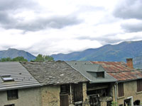 Roofs in Goulier, Ariège: from the traditional to the ultra-modern