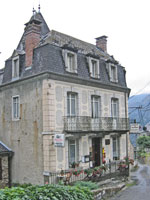 The miniature château hotel in Melles: the Auberge du Crabère