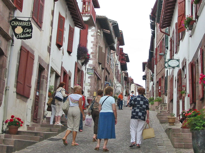 French pyrenean way gr10 long distance walk in the - Distance biarritz saint jean pied de port ...